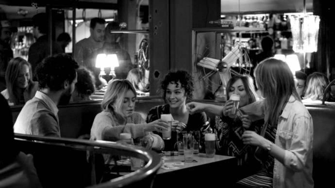 Patrick Vervueren (Fons), Evelien Bosmans (Charlie), Daphne Wellens (Hannah), Frances Lefebure (Marie) en Astrid Haerens (Helena)