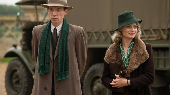 Domhnall Gleeson (A.A. Milne) en Margot Robbie (Daphne Milne)