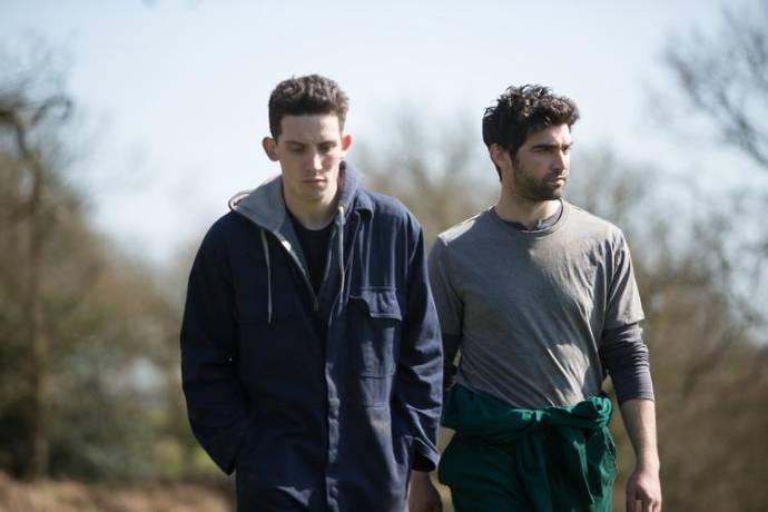 Josh O'Connor (Johnny Saxby) en Alec Secareanu (Gheorghe Ionescu)