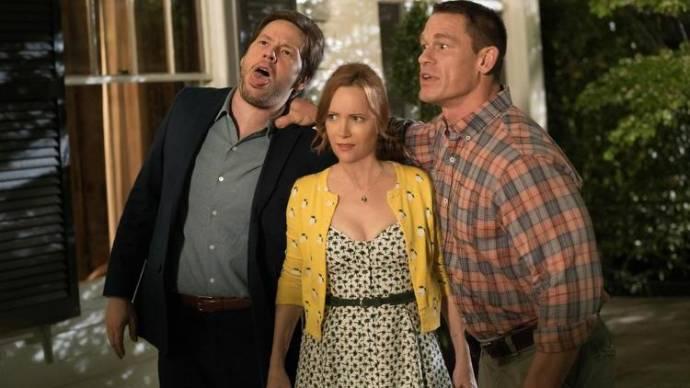 Ike Barinholtz (Hunter), Leslie Mann (Lisa) en John Cena (Mitchell)
