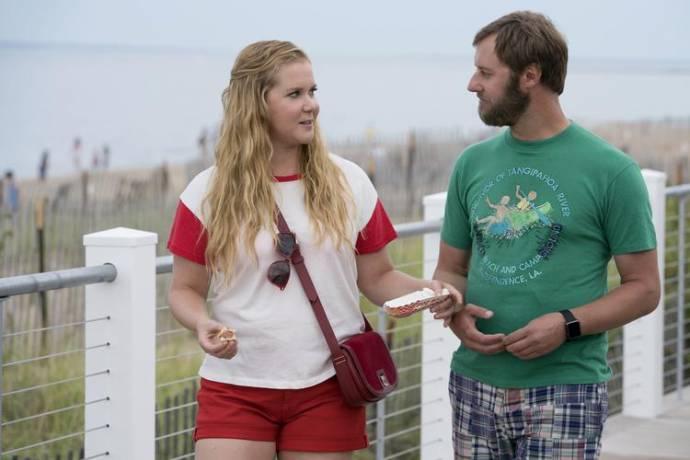 Amy Schumer (Renee Barrett) en Rory Scovel