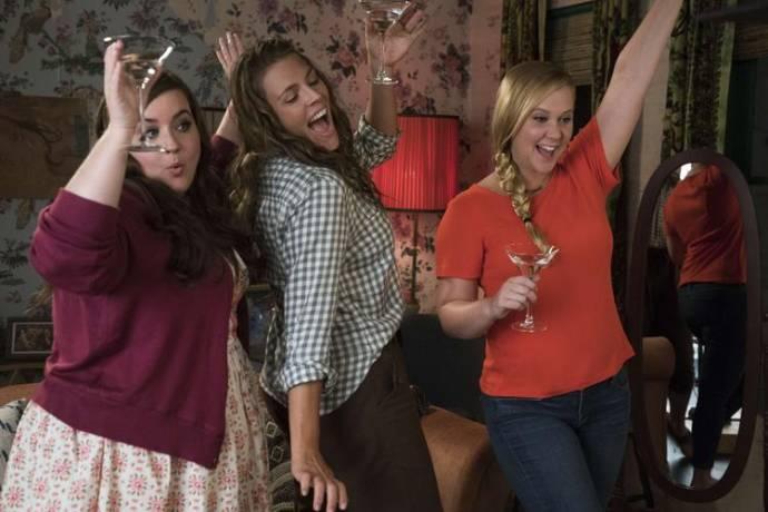 Aidy Bryant (Vivian), Emily Ratajkowski en Amy Schumer (Renee Barrett)