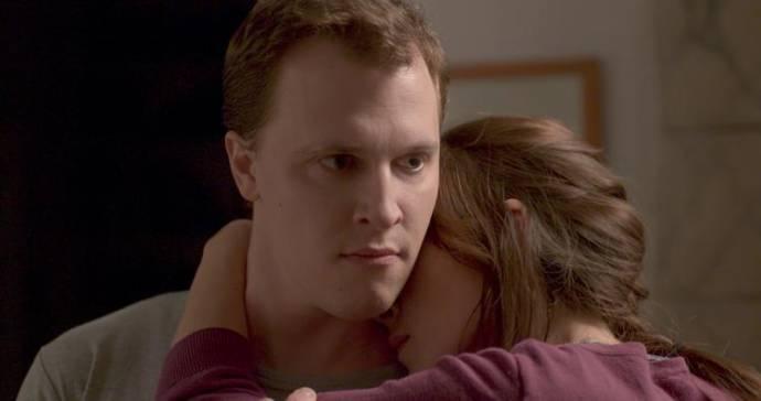 Tim Kalkhof (Thomas) en Sarah Adler (Anat)
