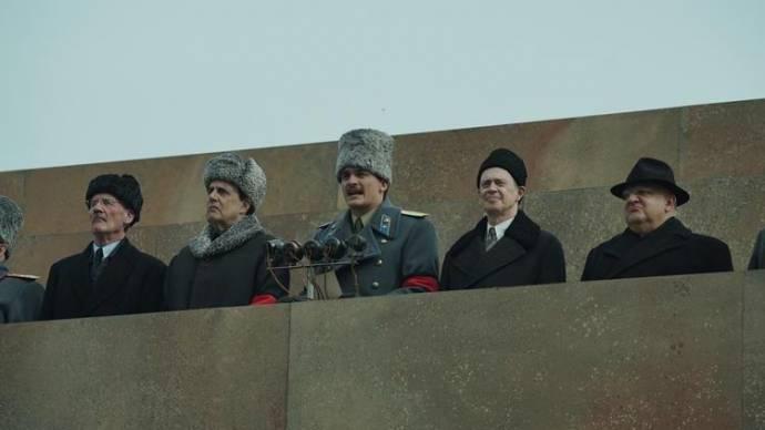 Michael Palin (Vyacheslav Molotov), Jeffrey Tambor (Georgy Malenkov), Rupert Friend (Vasily Stalin), Steve Buscemi (Nikita Khrushchev) en Simon Russell Beale (Lavrentiy Beria)