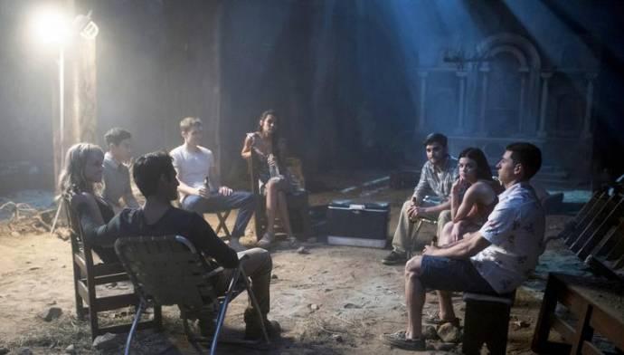 Violett Beane (Markie Cameron), Hayden Szeto (Brad), Tyler Posey (Lucas), Sophia Ali (Penelope (as Sophia Taylor Ali)), Nolan Gerard Funk en Lucy Hale (Olivia)