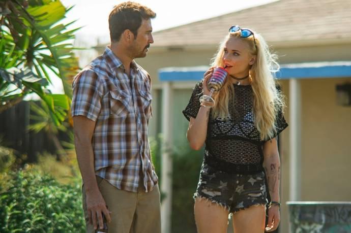 Dylan McDermott (Hank) en Sophie Turner (Josie)