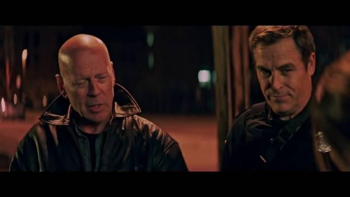 Bruce Willis (Detective James Avery) en Boyd Kestner (Stevens)