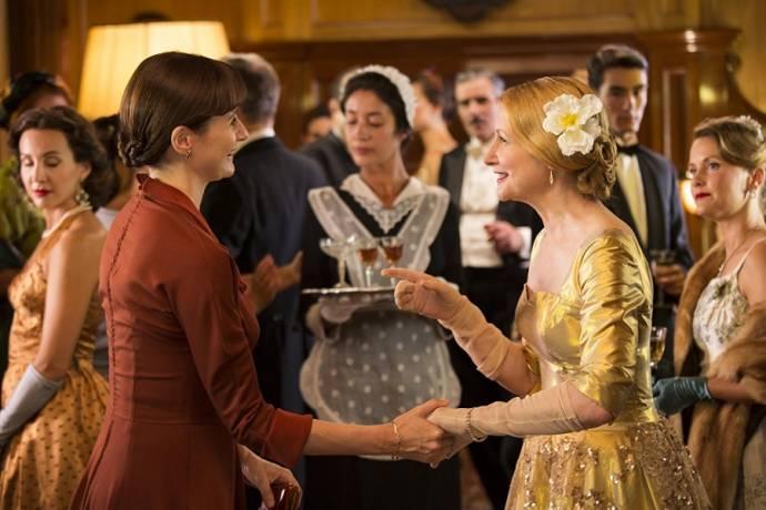 Emily Mortimer (Florence Green) en Patricia Clarkson (Violet Gamart)