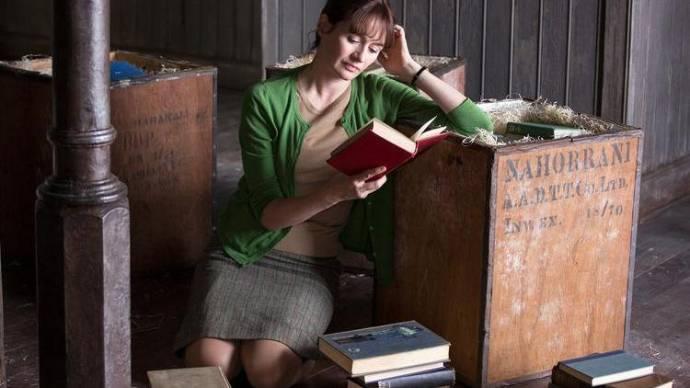 Emily Mortimer (Florence Green)