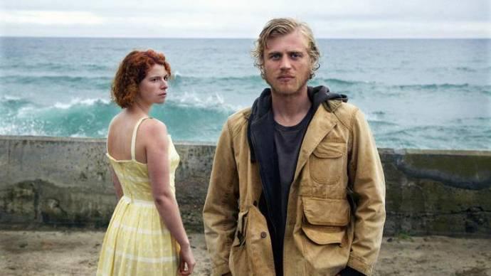 Jessie Buckley (Moll) en Joe Flynn (Pascal)