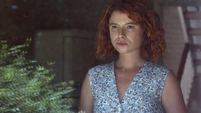 Jessie Buckley (Moll)