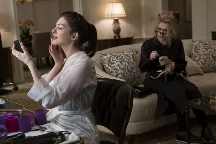 Sandra Bullock (Debbie Ocean) en Helena Bonham Carter (Rose)