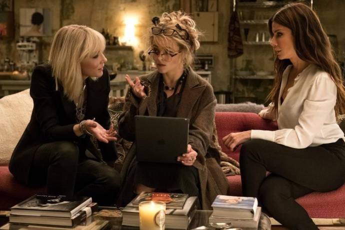 Cate Blanchett (Lou), Sandra Bullock (Debbie Ocean) en Helena Bonham Carter (Rose)