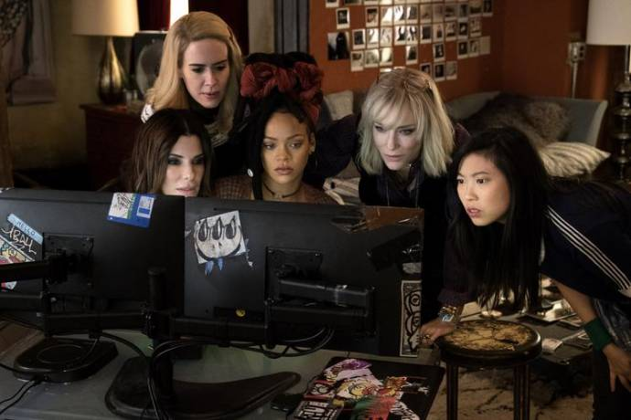 Sandra Bullock (Debbie Ocean), Sarah Paulson (Tammy), Rihanna (Nine Ball), Cate Blanchett (Lou) en Awkwafina (Constance)