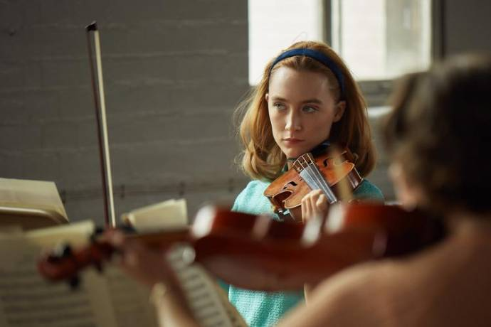 Saoirse Ronan (Florence Ponting) in On Chesil Beach
