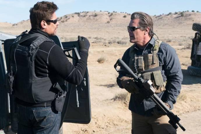 Benicio Del Toro (Alejandro Gillick) en Josh Brolin (Matt Graver)