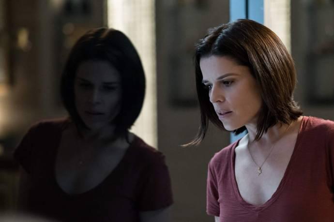Neve Campbell (Sarah Sawyer)