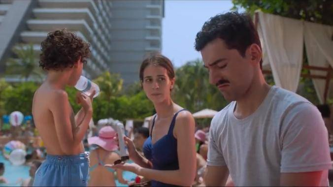 Cassandra Ciangherotti (Eva) en Luis Gerardo Méndez (Pedro)