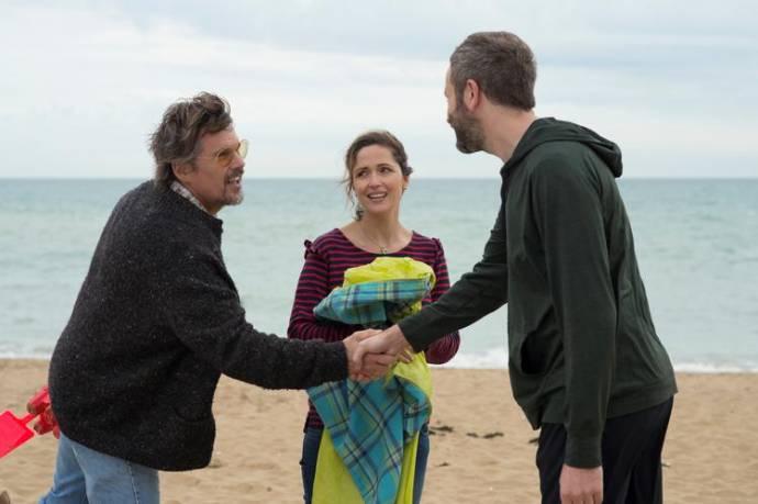 Ethan Hawke (Tucker Crowe), Rose Byrne (Annie) en Chris O'Dowd (Duncan) in Juliet, Naked
