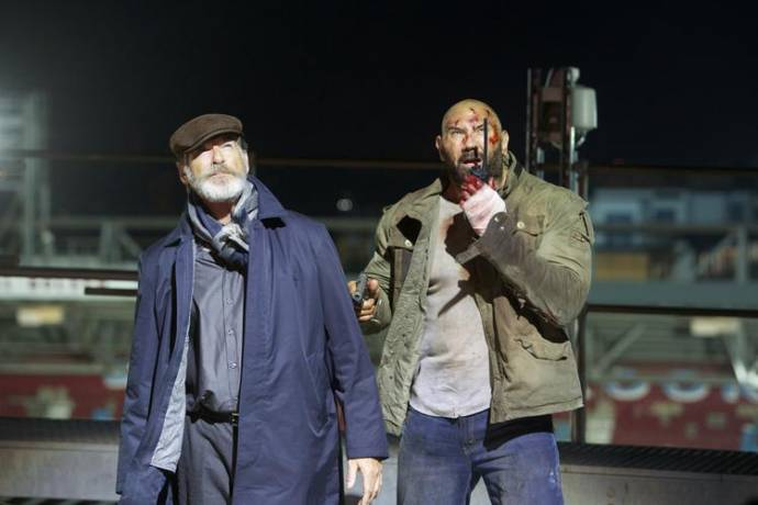 Pierce Brosnan (Dimitri) en Dave Bautista (Michael Knox)