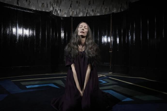 Tilda Swinton (Madame Blanc)