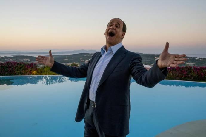 Toni Servillo (Silvio Berlusconi)