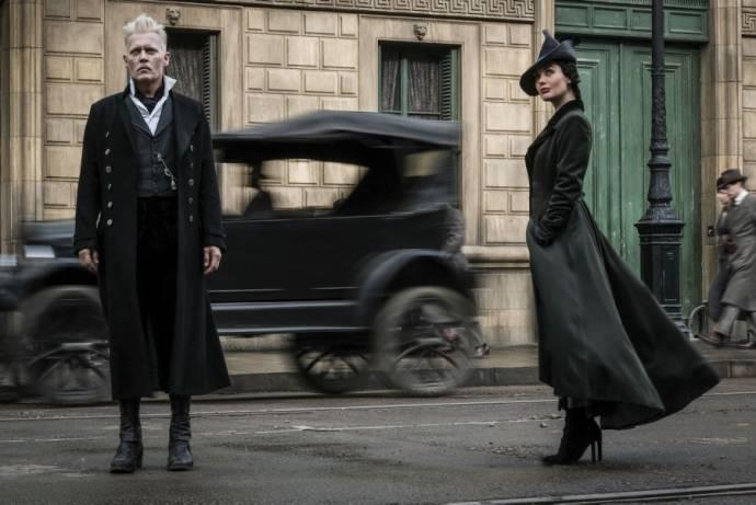 Johnny Depp (Gellert Grindelwald) en Poppy Corby-Tuech (Vinda Rosier)