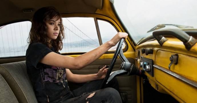 Hailee Steinfeld (Charlie Watson)