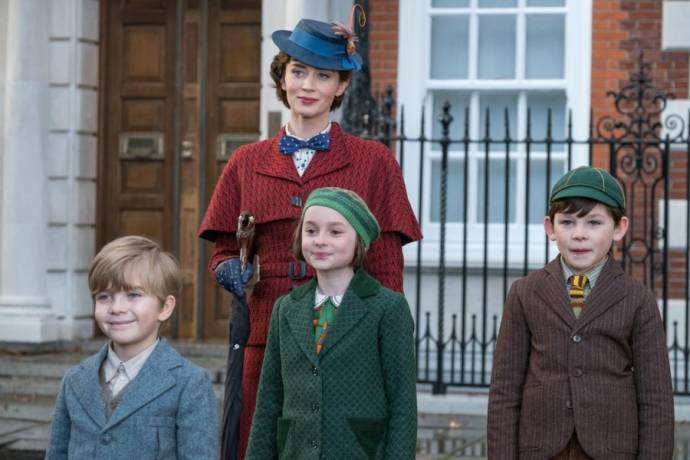 Emily Blunt (Mary Poppins), Joel Dawson (Georgie Banks), Pixie Davies (Anabel Banks) en Nathanael Saleh (John Banks)