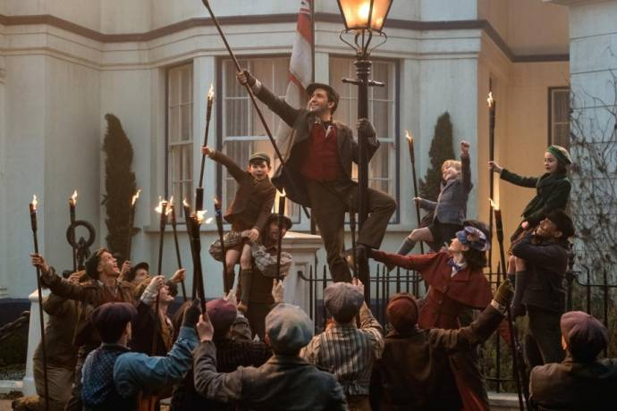 Lin-Manuel Miranda (Jack), Emily Blunt (Mary Poppins), Pixie Davies (Anabel Banks), Nathanael Saleh (John Banks) en Joel Dawson (Georgie Banks)