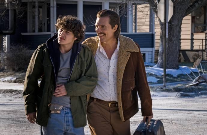 Richie Merritt (Rick Wershe Jr.) en Matthew McConaughey (Richard Wershe Sr.)