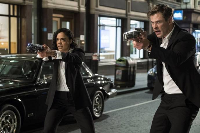 Tessa Thompson (Agent M) en Chris Hemsworth (Agent H)