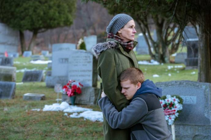 Julia Roberts (Holly Burns) en Lucas Hedges (Ben Burns)