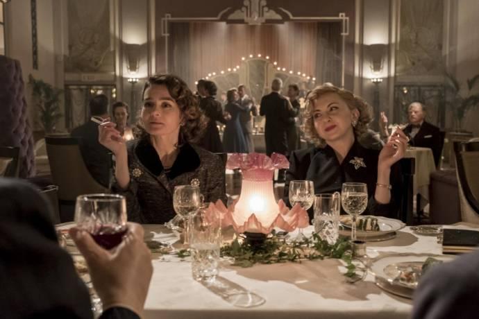 Shirley Henderson (Lucille Hardy) en Nina Arianda (Ida Kitaeva Laurel)