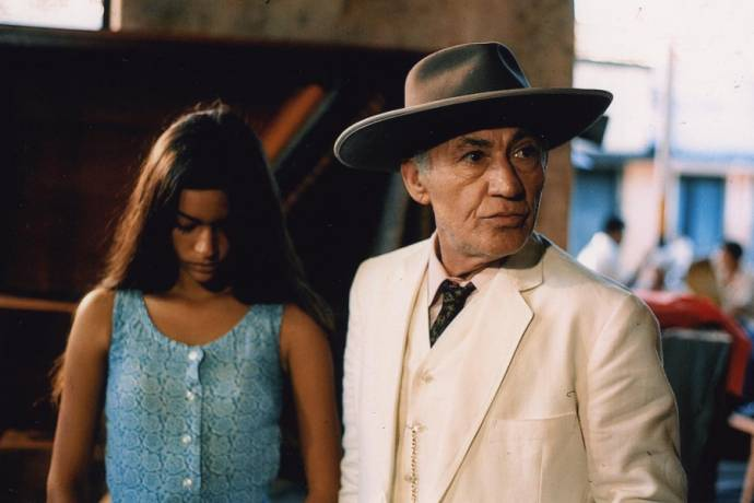 Ana Maria Miranda (Maria) en Joao-Augusto Azevedo (Judge)