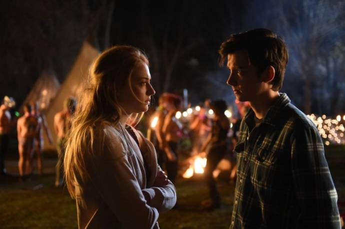 Sophie Turner (Debbie) en Asa Butterfield (Stillman) in Time Freak