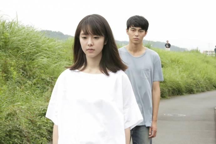 Erika Karata (Asako) en Masahiro Higashide (Baku / Ry?'hei)