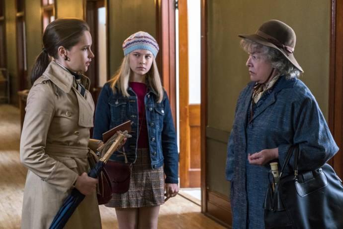 Felicity Jones (Ruth Bader Ginsburg), Cailee Spaeny (Jane Ginsburg) en Kathy Bates (Dorothy Kenyon)