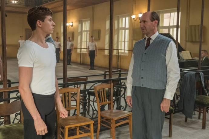 Oleg Ivenko (Rudolf Nureyev) en Ralph Fiennes (Pushkin)