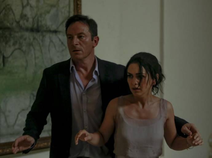 Jason Isaacs (Vasili) en Nazanin Boniadi (Zahra)