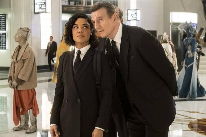 Tessa Thompson (Agent M) en Liam Neeson