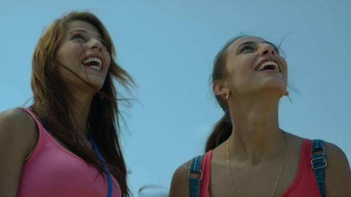 Rosy Rodriguez (Carmen) en Zaira Morales (Lola)