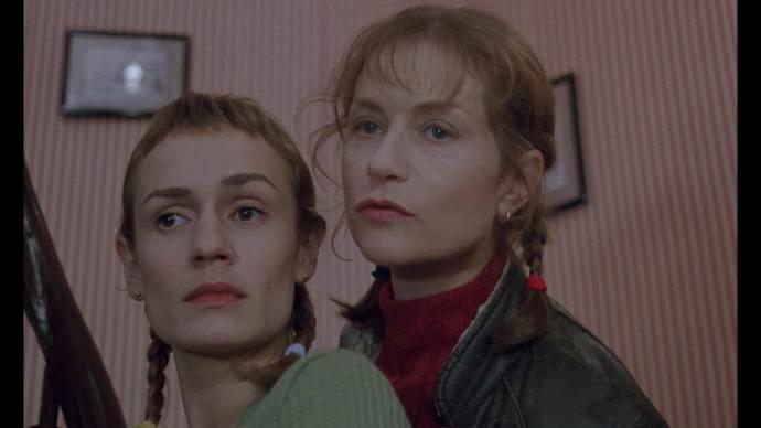 Sandrine Bonnaire (Sophie la bonne) en Isabelle Huppert (Jeanne la postière)