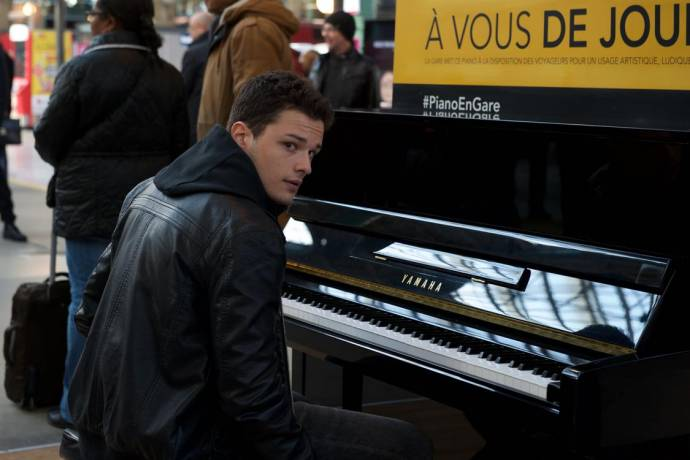 Jules Benchetrit (Mathieu Malinski) in Au bout des doigts