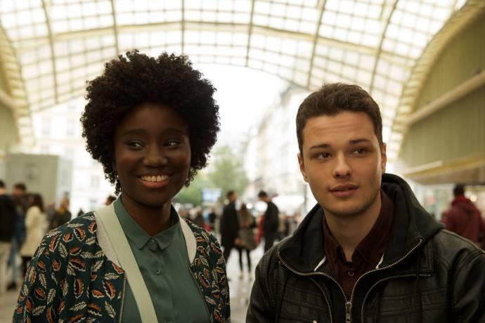 Karidja Touré (Anna) en Jules Benchetrit (Mathieu Malinski) in Au bout des doigts