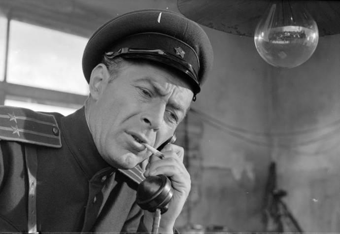 Nikolai Grinko (Lt. Col. Gryaznov (as N. Grinko))