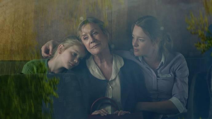 Vita Heijmen (Romy), Beppie Melissen (oma Stine Rasmussen) en Noortje Herlaar (Margot)