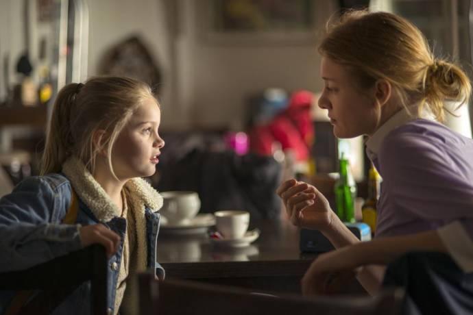 Vita Heijmen (Romy) en Noortje Herlaar (Margot)