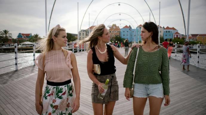 Nicolette van Dam (Donna), Nienke Plas (Kiki) en Bo Maerten (Lisa)
