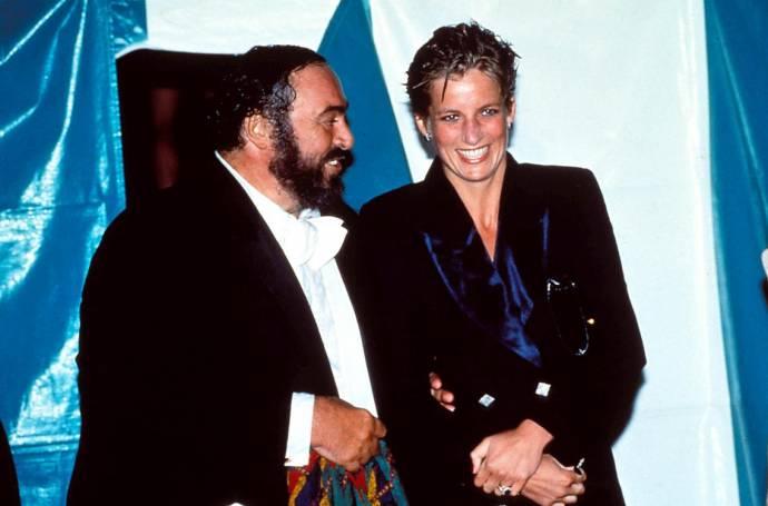 Luciano Pavarotti (Zichzelf (archive footage)) en Princess Diana (Zichzelf (archive footage)) in Pavarotti